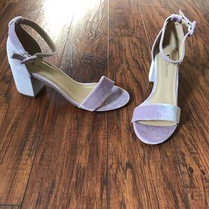 NEVER WORN Velvet heels